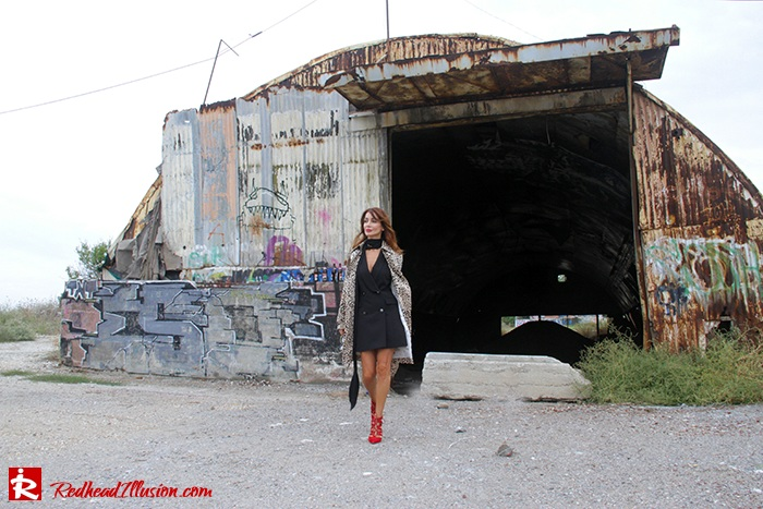 redhead-illusion-fashion-blog-by-menia-simply-black-access-dress-klink-trenchcoat-03