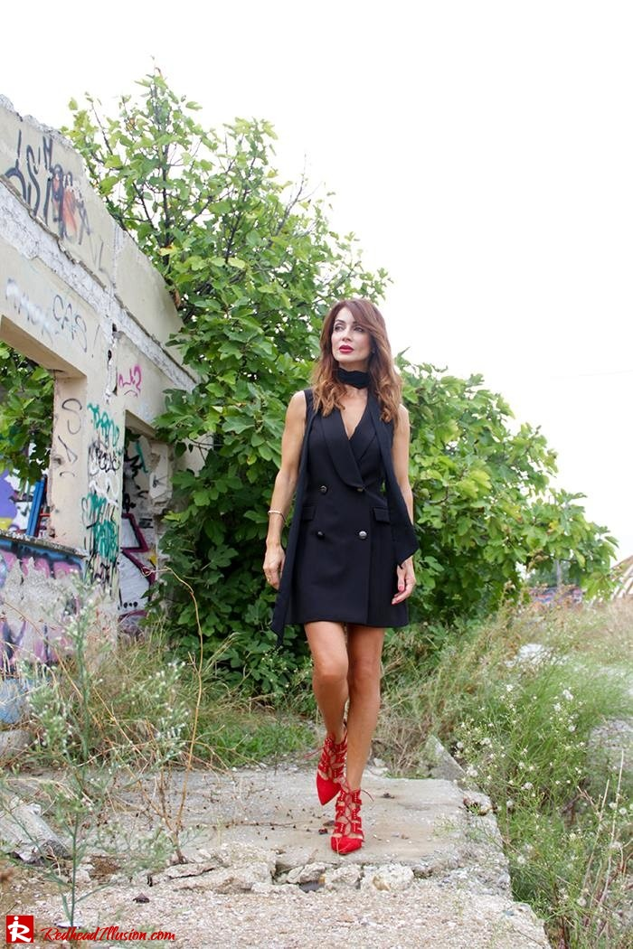 redhead-illusion-fashion-blog-by-menia-simply-black-access-dress-klink-trenchcoat-05