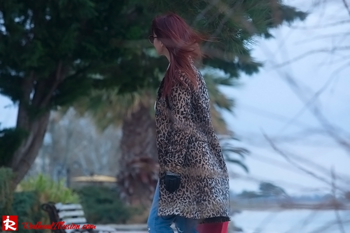 Redhead Illusion - Fashion Blog by Menia - Destroyed Jeans - Abercrombie and Fitch-10
