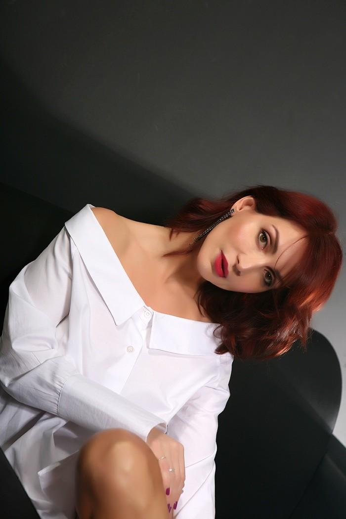 Redhead Illusion - Fashion Blog by Menia - Lately - Jul-01-only-one-shirt-white-shirt