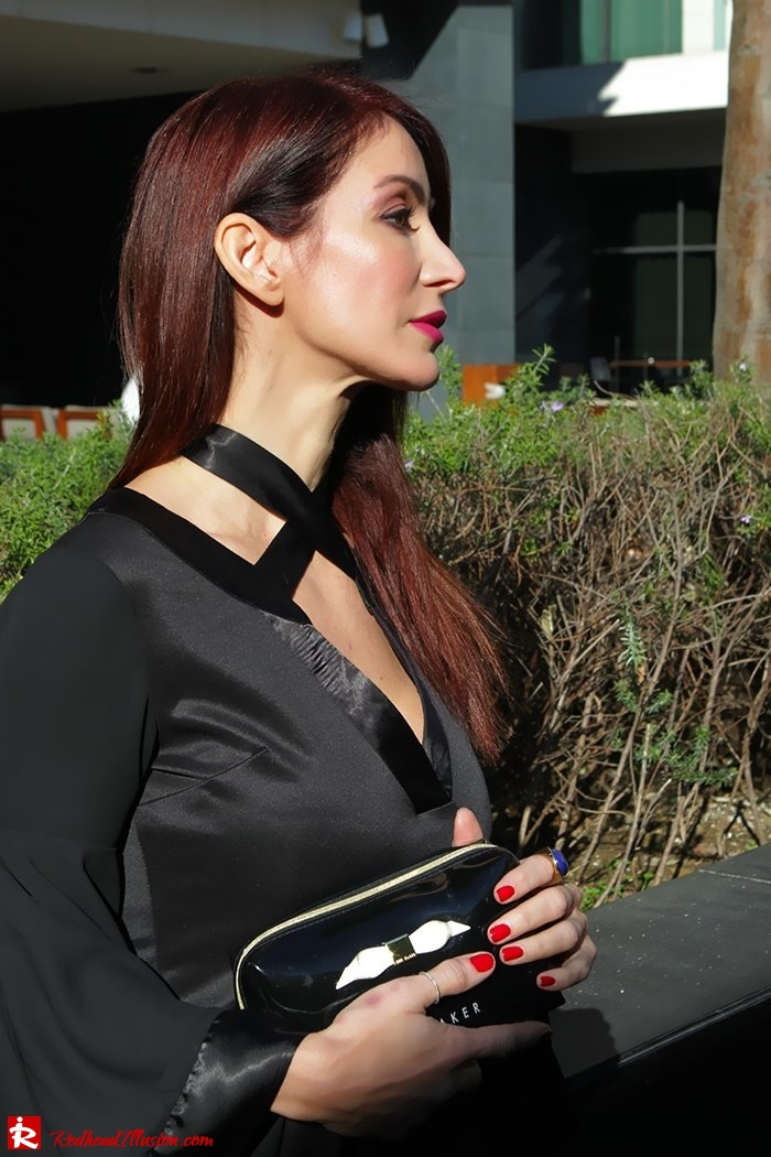 Redhead Illusion - Fashion Blog by Menia - Bell Sleeve Dress - Yoins LBD Mini Black Dress-05